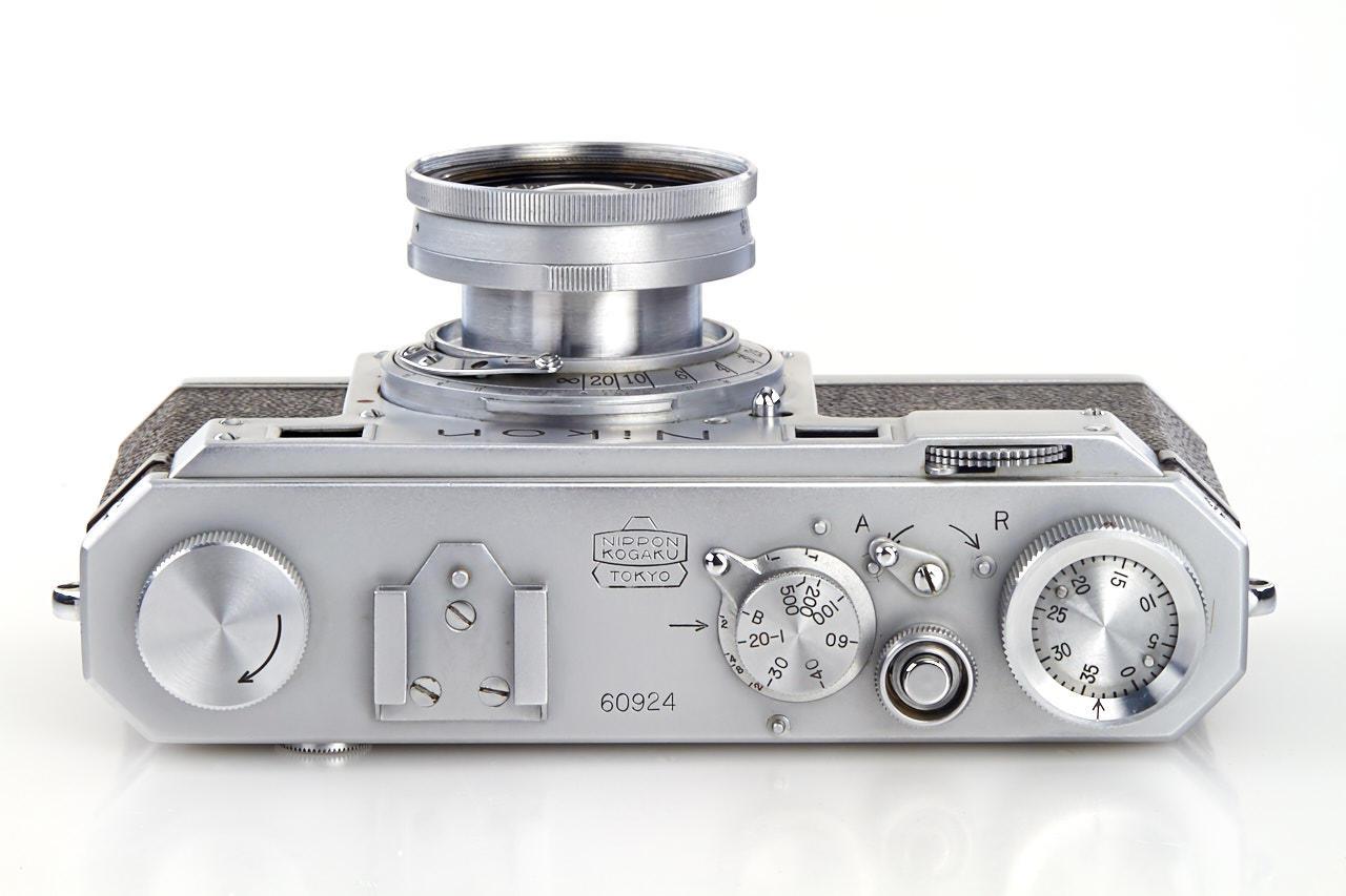 Uma das câmeras Nikon mais antigas do mundo foi vendida por US$ 406 mil num leilão